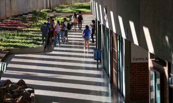 Governo prorroga prazo para renovação de contratos do Fies