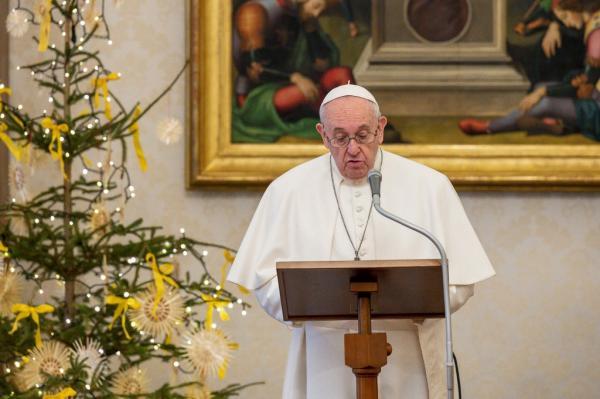 Papa Francisco autoriza funções para mulheres em celebrações católicas