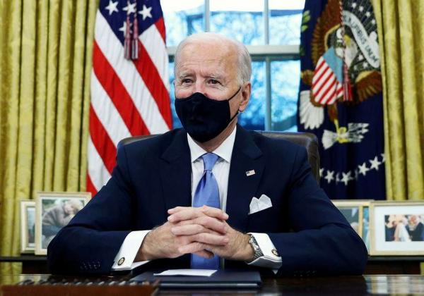 Biden vai impor proibições relacionadas a viagens à África do Sul para combater nova variante de Covid-19, dizem fontes