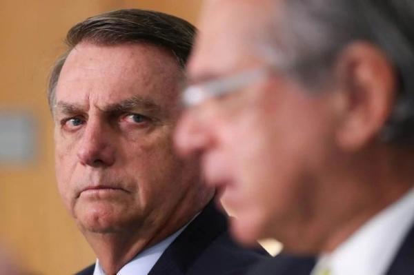 Bolsonaro diz que vai zerar imposto federal sobre gás de cozinha e diesel