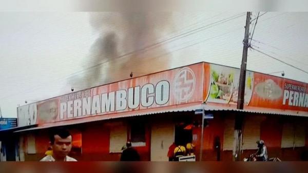 Grande incêndio atinge depósito de supermercado na manhã desta segunda-feira em Paragominas