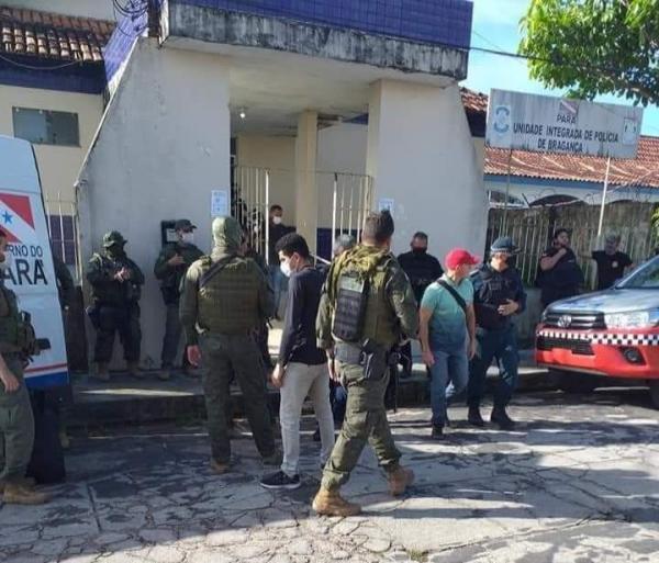 Polícia prende 17 pessoas envolvidas em execuções em Bragança, entre as quais seis PMs