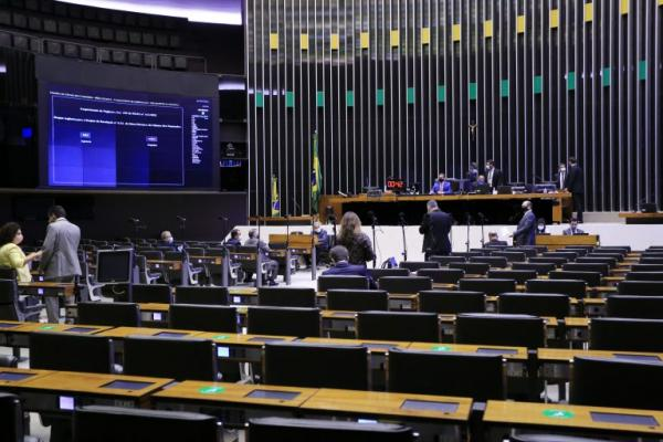 Sob pressão, Câmara freia votação a jato de blindagem a deputados e impõe revés a Lira