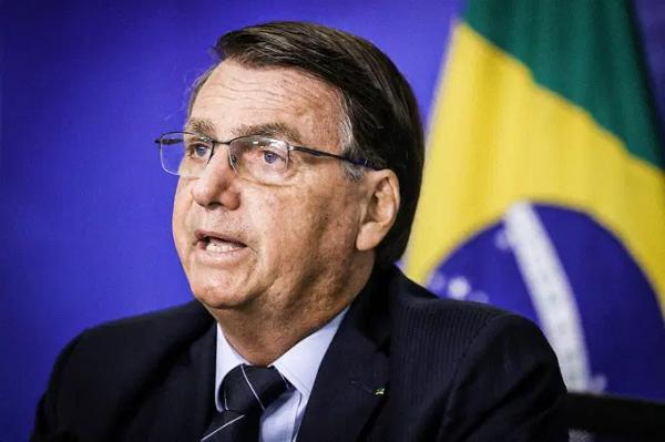 Bolsonaro zera PIS/Cofins do diesel e eleva imposto de instituições financeiras