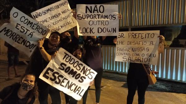 Empresários protestam contra medidas da prefeitura de Bragança. Vídeos