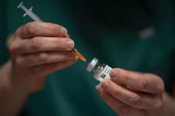 Com escassez e atrasos, vacinação está perto da paralisação em abril