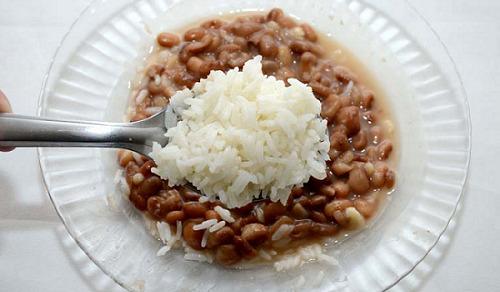 Preço do arroz e feijão subiram mais de 60% durante a pandemia