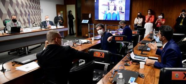 Aziz suspende reunião após Flavio Bolsonaro chamar Renan Calheiros de 'vagabundo'
